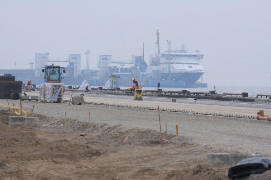 """""""Klaipėdos Smeltė"""" pradėjo statyti konteinerių paskirstymo terminalą"""