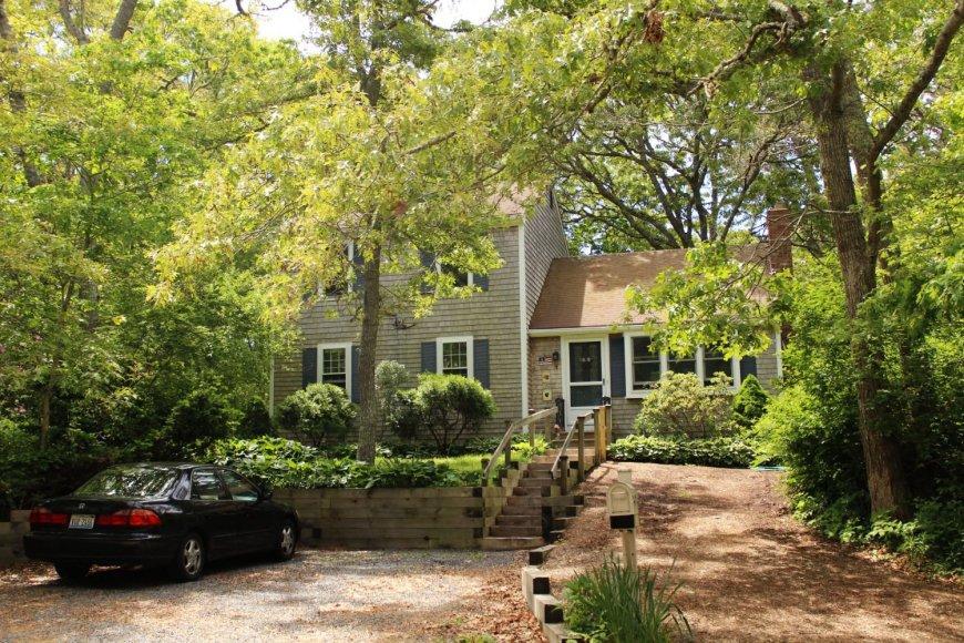 Namas, kuriame gyvename. Tipiškas amerikietiškas namas, leidžiantis įsiskverbti į vietinę buitį.