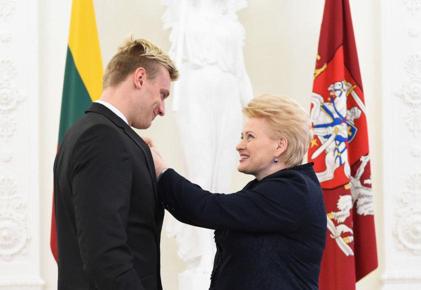 Giedrius Titenis gavo apdovanojimą iš Lietuvos Prezidentės Dalios Grybauskaitės rankų