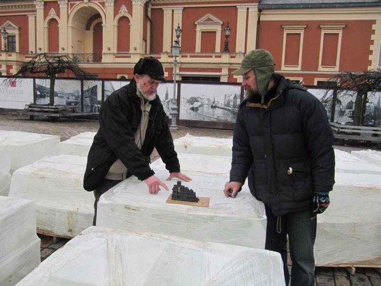 Klaipėdos Teatro aikštėje penktadienį atsivėrė kūrybinės ledo dirbtuvės.