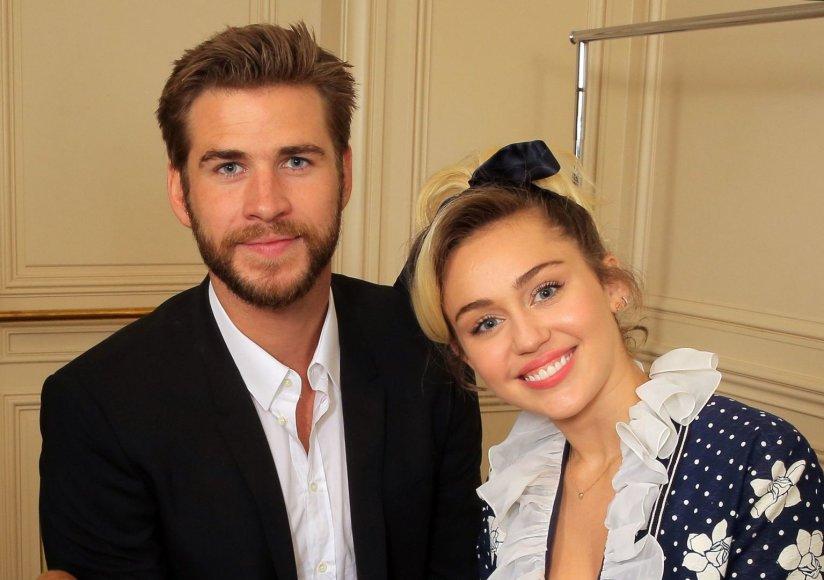Vida Press nuotr./Miley Cyrus ir Liamas Hemsworthas