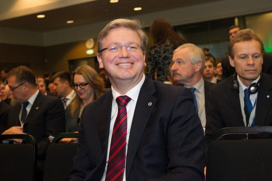 """Viešbutyje """"Radisson Blu Hotel Lietuva"""" prasidėjo Rytų partnerystės Verslo forumas ŪES plėtros komisaras Stefanas Fule)."""