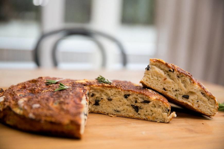 Duona su alyvuogėmis ir rozmarinais