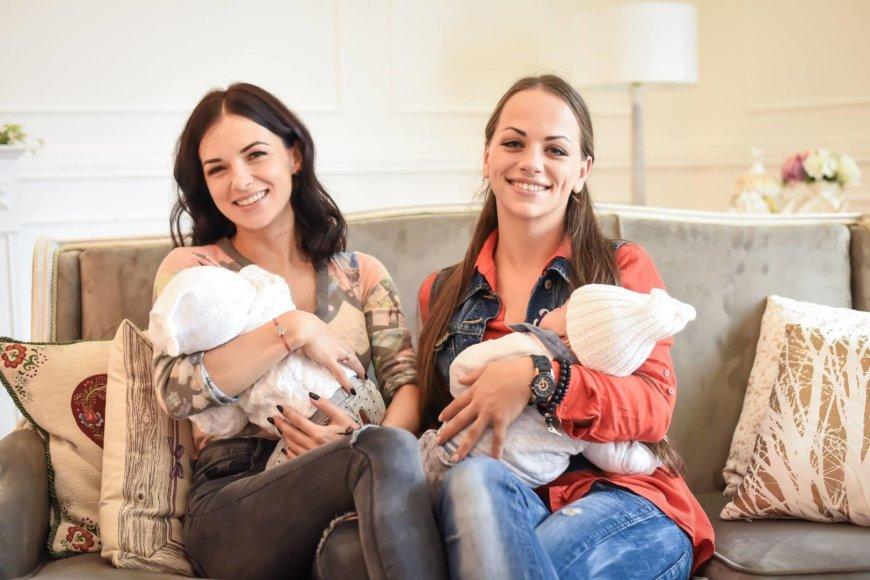 Barboros fotostudijos nuotr./Irūna Puzaraitė-Čepononienė ir Ineta Puzaraitė-Žvagulienė su sūnumis