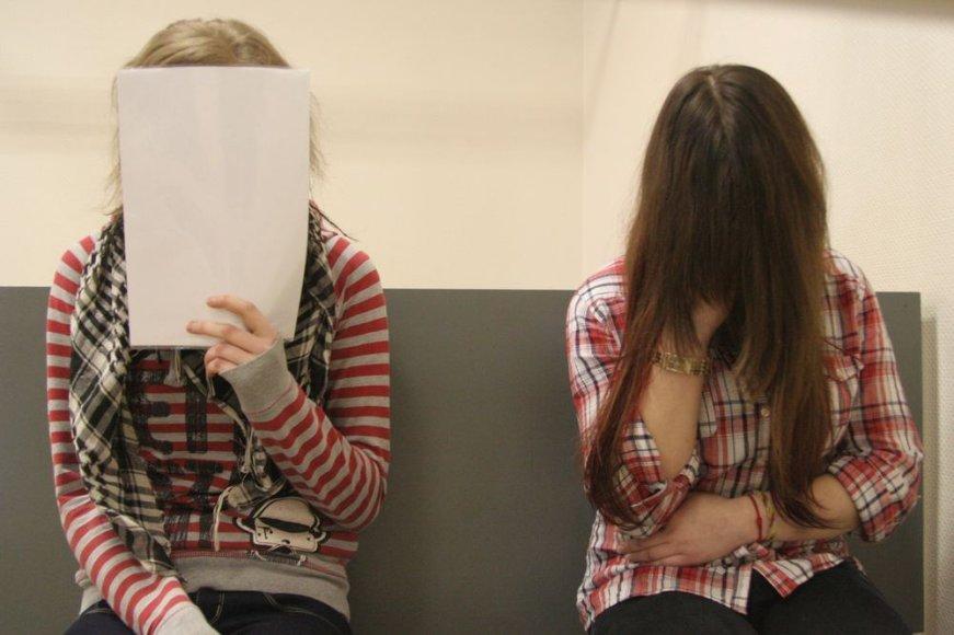 Šiaulietės gimnazistės Viktorija Vaitiekaitytė ir Viktorija Lietuvninkaitė teismui duoti parodymus panoro po medicinos ekspertų išvadų.