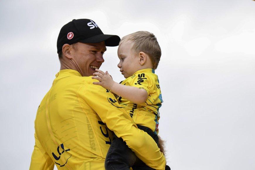 """Chrisas Froome'as triumfavo """"Tour de France"""" dviračių lenktynėse."""