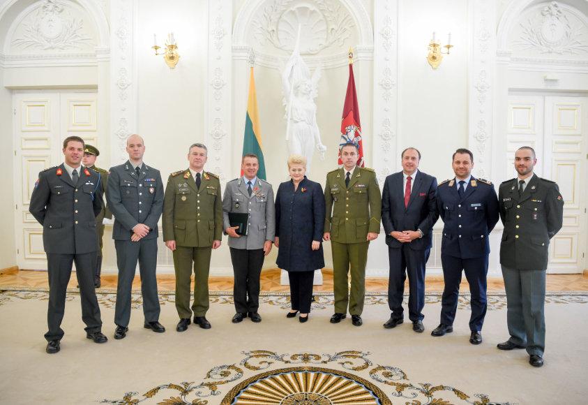 NATO priešakinių pajėgų Lietuvoje vadui plk. ltn. Ch. Huberiui – valstybės apdovanojimas