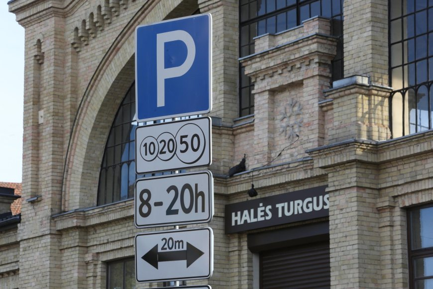 Automobilių stovėjimo vietos prie Halės turgaus