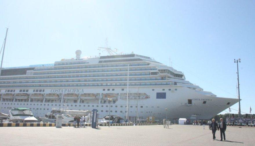 """Klaipėdoje trečiadienį viešintis kruizinis laivas """"Costa Pacifica"""" atplukdė per 3 tūkst. turistų."""