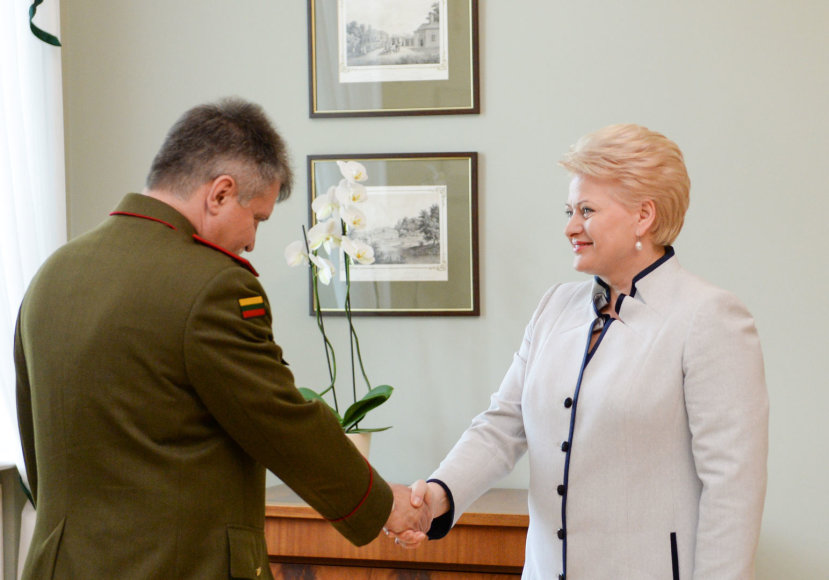Dalia Grybauskaitė susitiko su kandidatu į Lietuvos kariuomenės vadus Generolu majoru Jonu Vytautu Žuku.