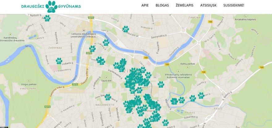 Žemėlapis, kuriame sužymėta, kurios miesto kavinės, parduotuvės ir viešbučiai priima lankytojus su gyvūnais