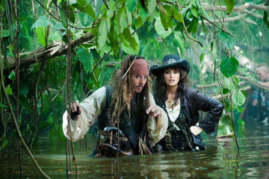 """Johnny Deppas ir Penelope Cruz filme """"Karibų Piratai: ant keistų bangų"""""""