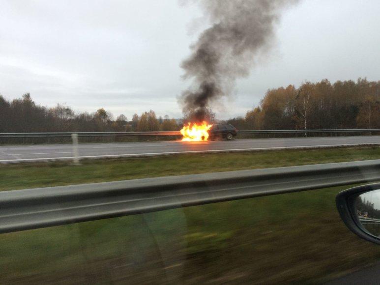 Dega automobilis