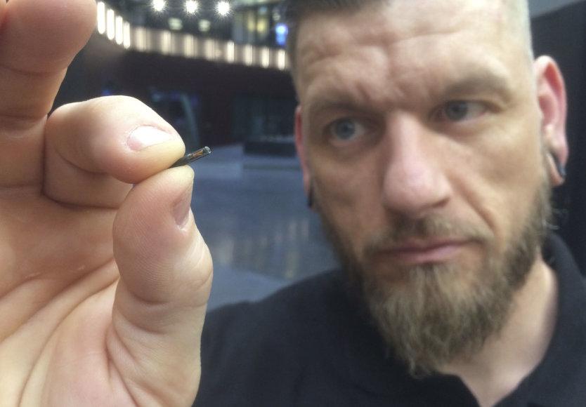 Po oda implantuojami specialūs mikročipai