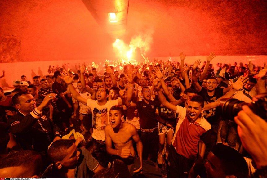 Alžyriečiai švenčia savo rinktinės patekimą į aštunfinalį