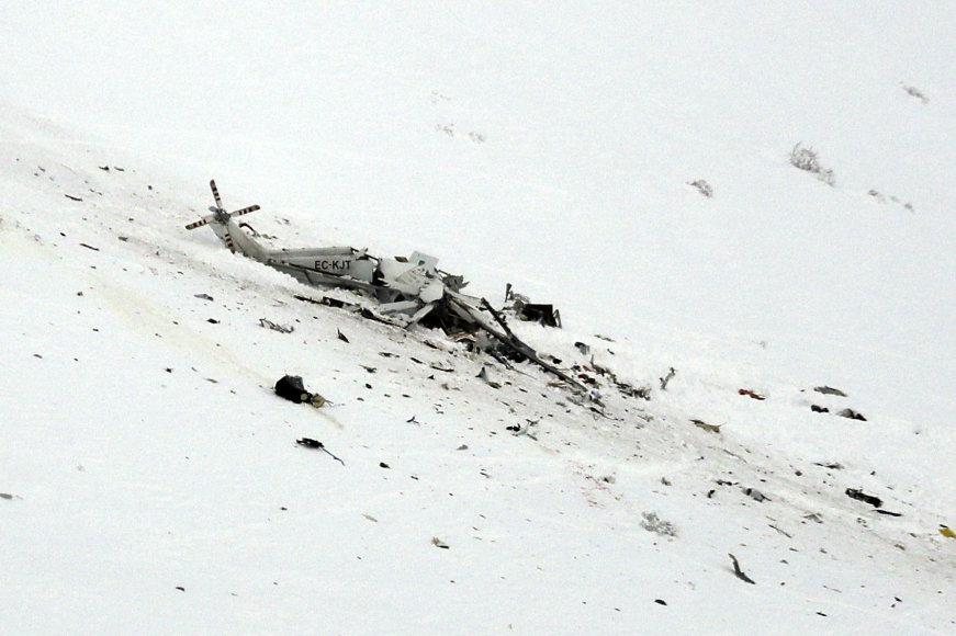 Sudužęs Italijos gelbėtojų sraigtasparnis.