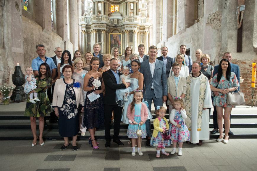 Vyginto Skaraičio nuotr./Gabrielės Rutkauskienės-Vashos ir Ronaldo Rutkausko dukros krikštynos
