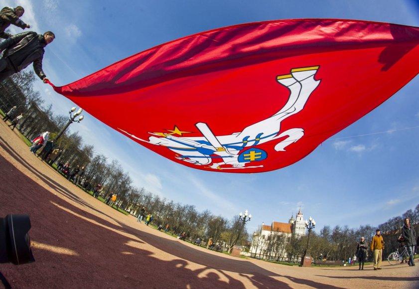 Lukiškių aikštėje – rekordinio dydžio Vyčio vėliava.
