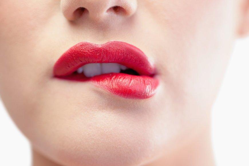 Ryškiai dažytos lūpos