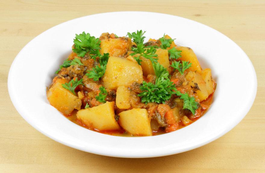 Vegetariškas troškinys su bulvėmis