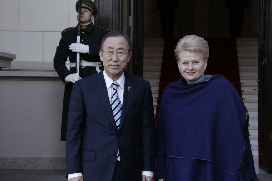 Lietuvos Respublikos Prezidentė Dalia Grybauskaitė susitiko su pirmą kartą Lietuvoje viešinčiu Jungtinių Tautų (JT) Generaliniu Sekretoriumi Ban Ki-moonu.
