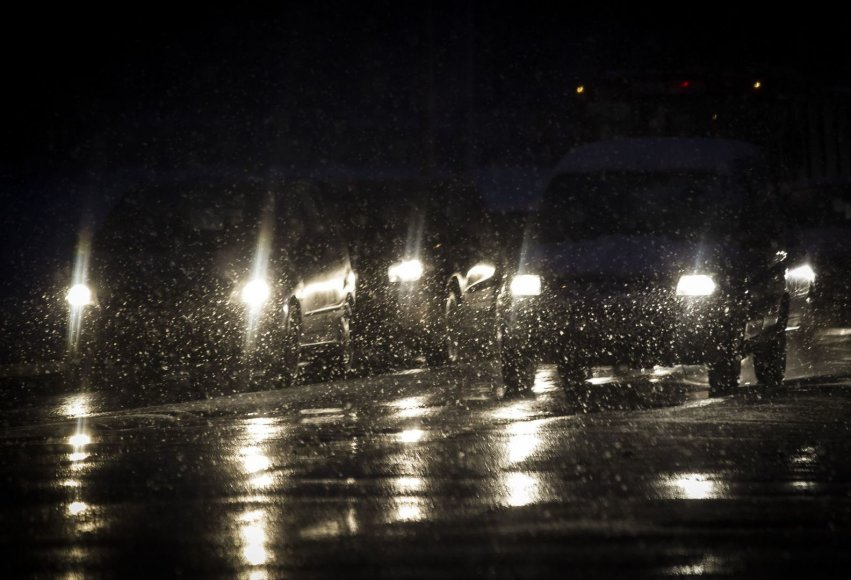 Penktadienio vakaras Vilniuje šaltas ir snieguotas.