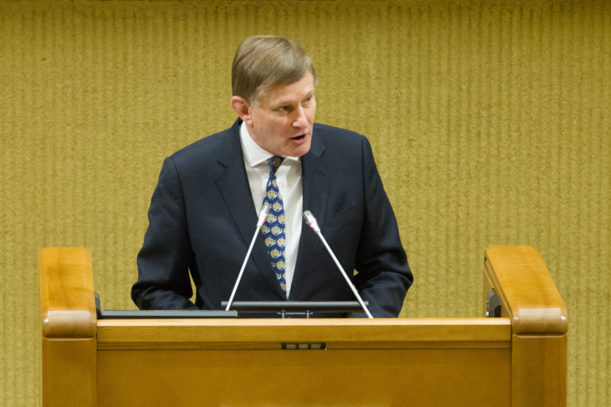NATO Parlamentinės Asamblėjos vadovas Hughas Bayley'is