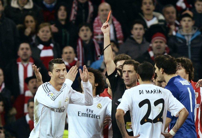 Cristiano Ronaldo rodoma raudona kortelė