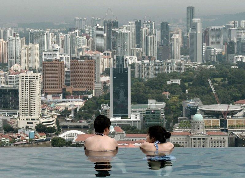 """Baseinas ant """"Marina Bay Sands"""" viešbučio"""