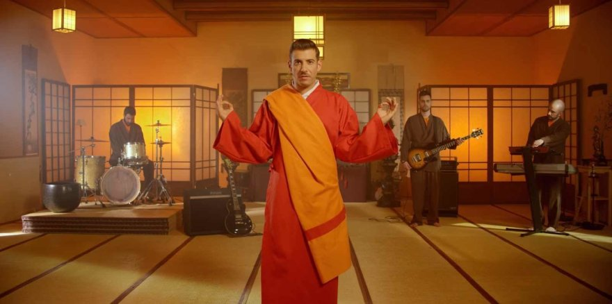 "Francesco Gabbani klipas ""Occidentali's Karma"""