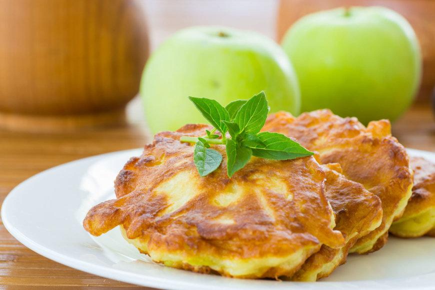 Mieliniai blynai su obuoliais
