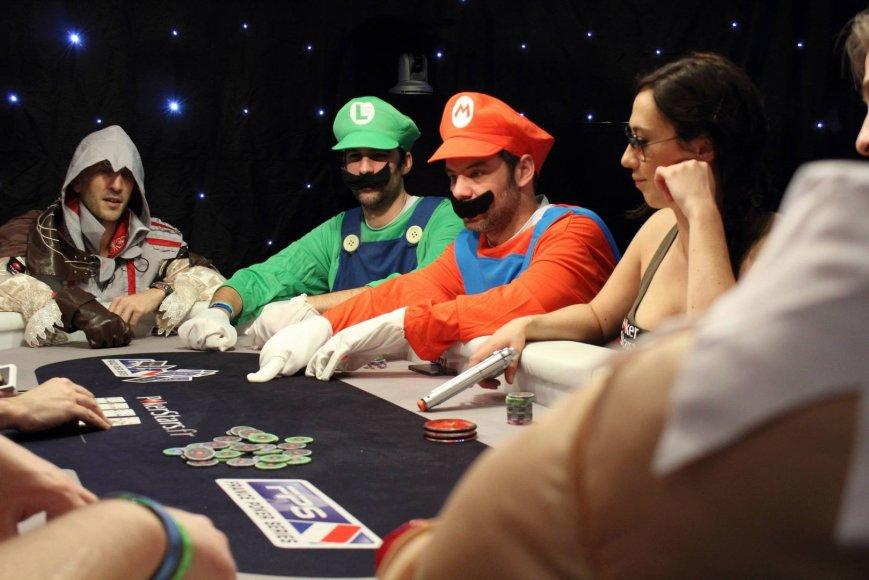 Pokerio žaidėjai persirengė vaizdo žaidimų personažais