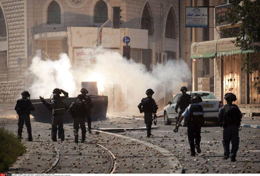 Rytų Jeruzalę po nužudyto paauglio laidotuvių krečia neramumai.