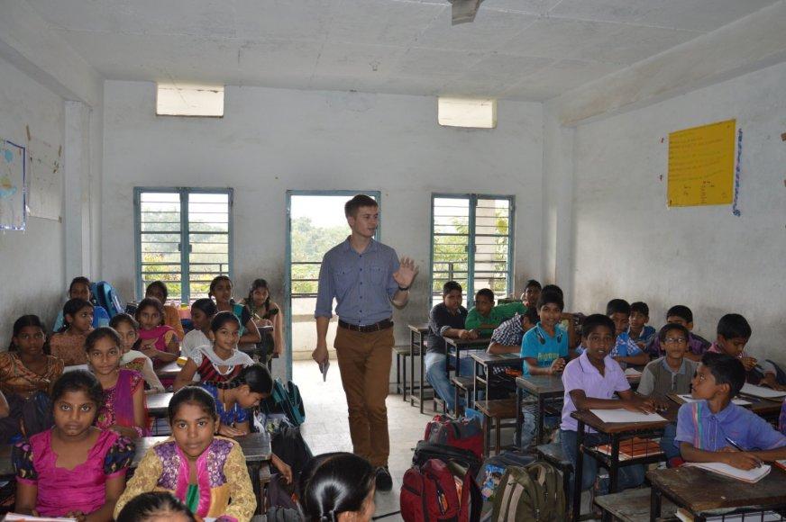 Karolis Bareckas. Eilinė darbo diena mokykloje Indijoje