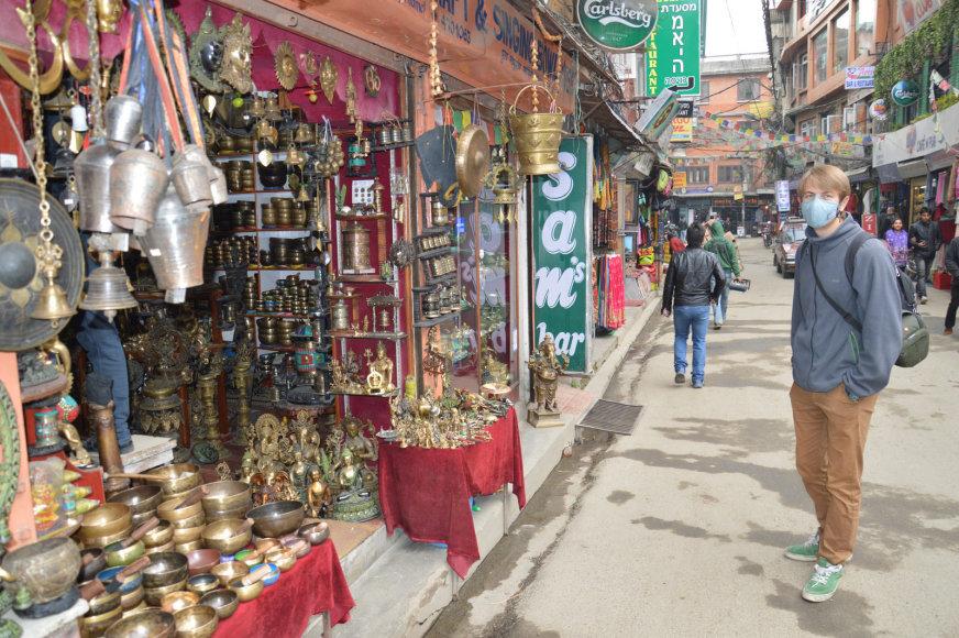 Oras Nepale užterštas, todėl daug žmonių vaikšto su kaukėmis