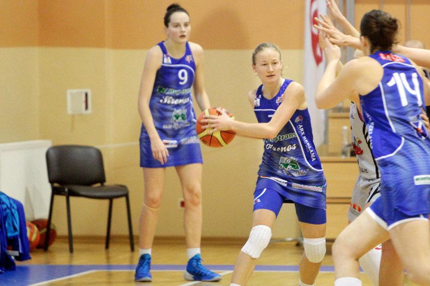 Su kamuoliu Indrė Keršulytė