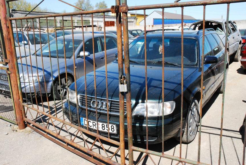 """""""Audi A6"""" nugabentas į saugojimo aikštelę ir laukia teismo verdikto."""