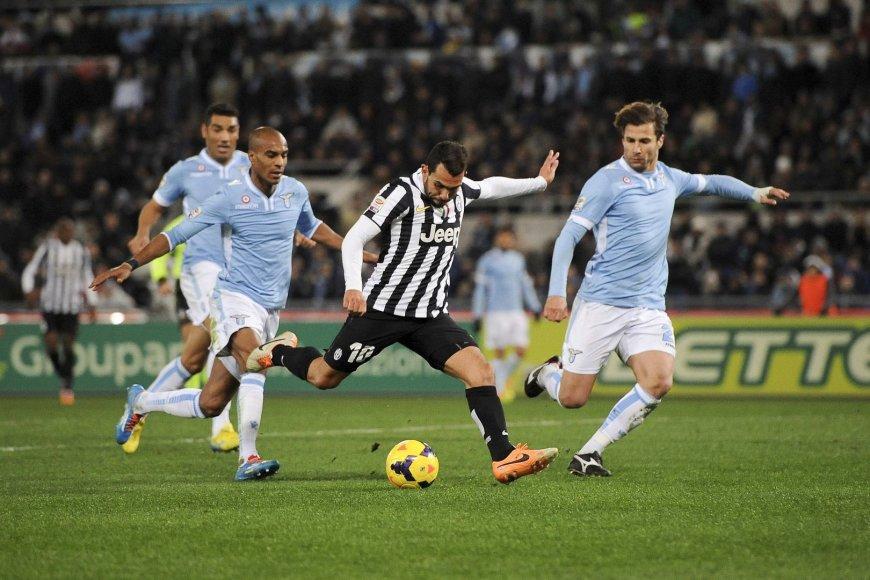 "Carlosas Tevezas tarp ""Lazio"" futbolininkų"