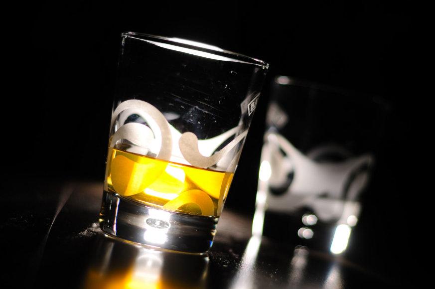 Alkoholis kenkia bendravimui