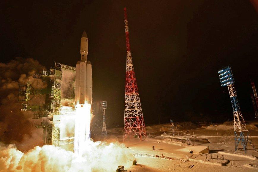 """Į dangų kyla rusiška raketa """"Angara"""""""