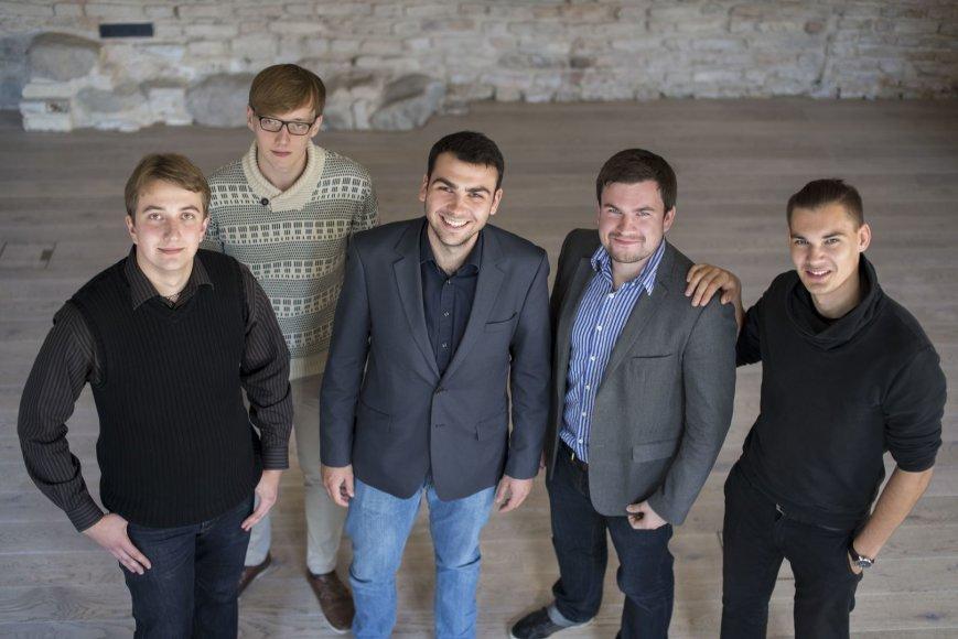 """""""OziPay"""" komanda. Iš kairės: Gustas Pajarskas, Saulius Teodoras Budzinauskas, Gytenis Galkis, Bernardas Morkūnas ir Lukas Liaugminas"""