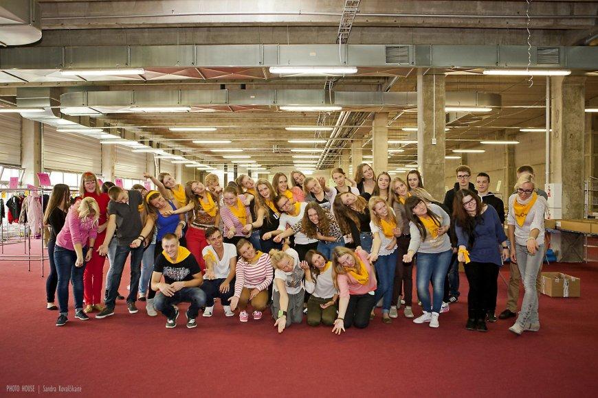 Kaune mugės pasirengimo darbuose šiandiena savanoriavo apie septyniasdešimt moksleivių.