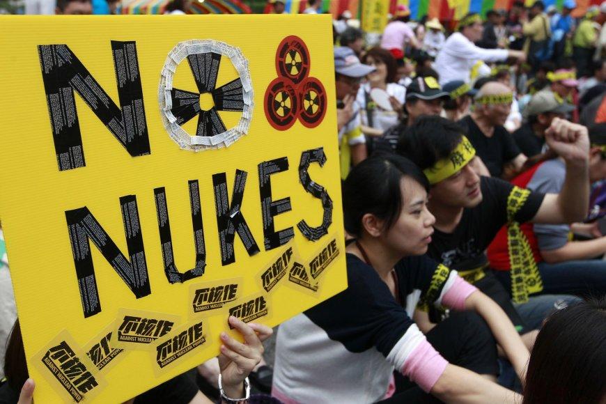 Taivane tūkstančiai žmonių protestuoja prieš atominę elektrinę.