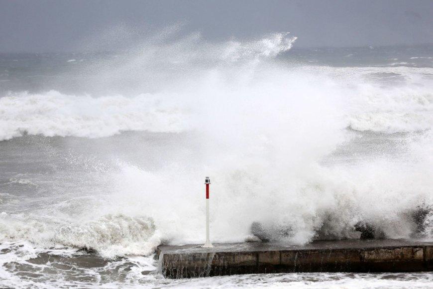 Prancūzijos užjūrio regione, prie Reunjono salos priartėjo ciklonas.