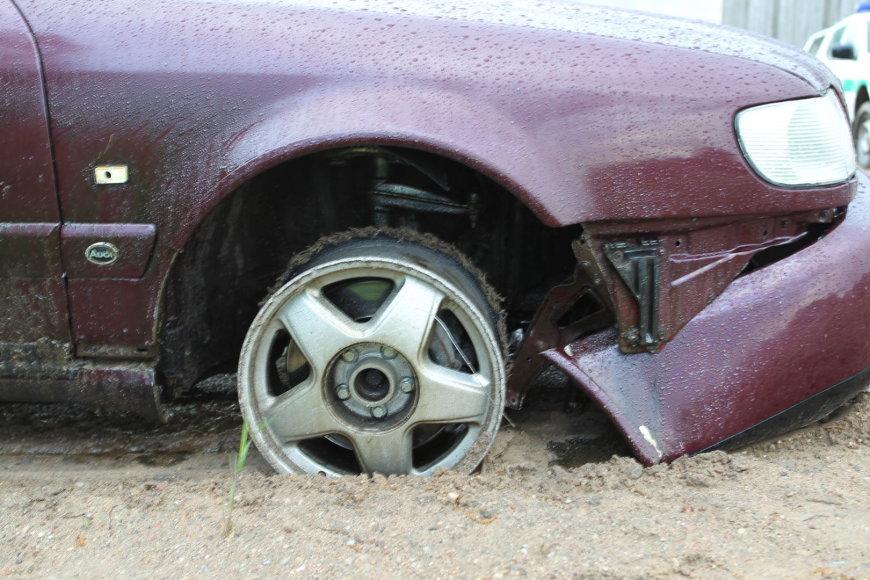 Sulaikytas įtariamojo automobilis su kontrabanda