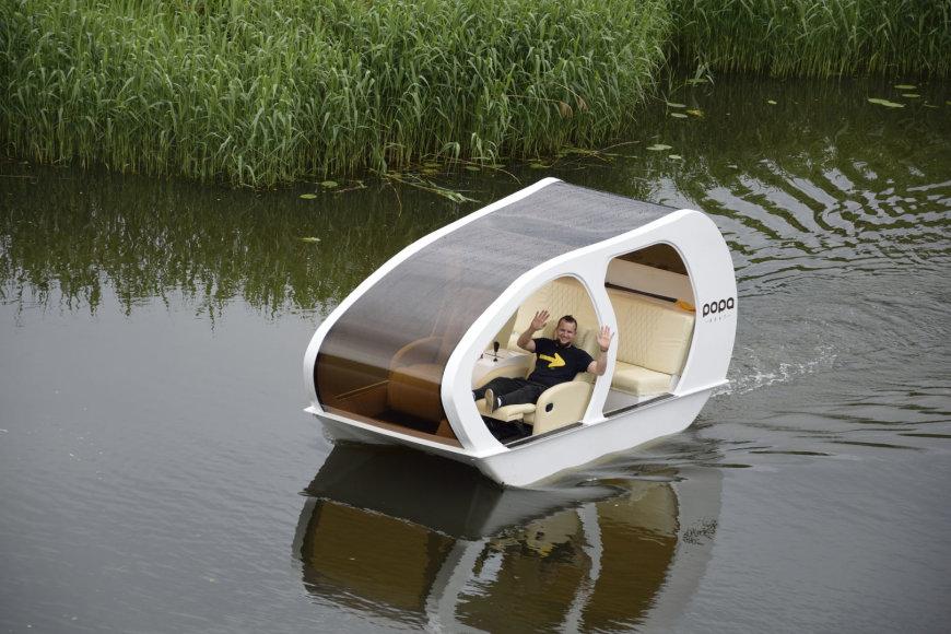 Klaipėdietis Tomas Vėlius garaže sukūrė inovatorišką laivelį.