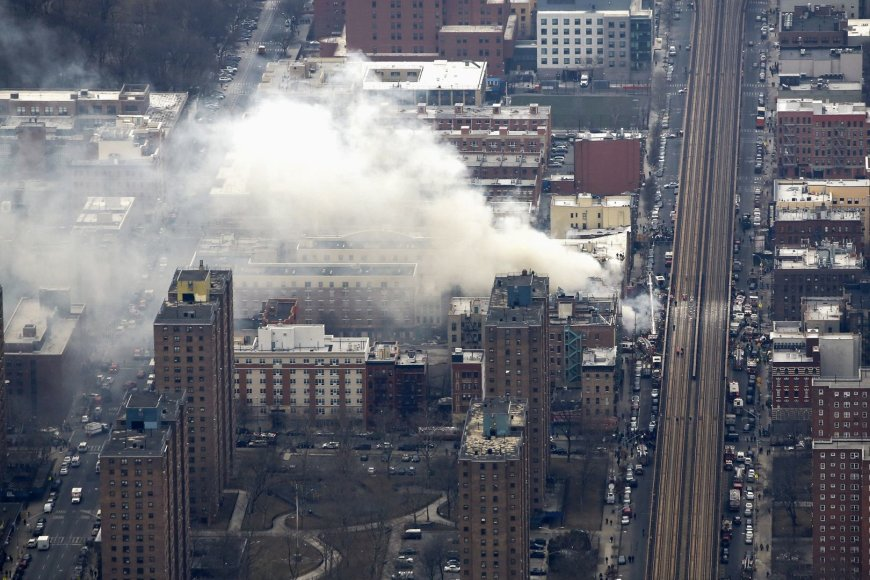 Niujorke sprogus nutekėjusioms dujoms sugriuvo du daugiabučiai