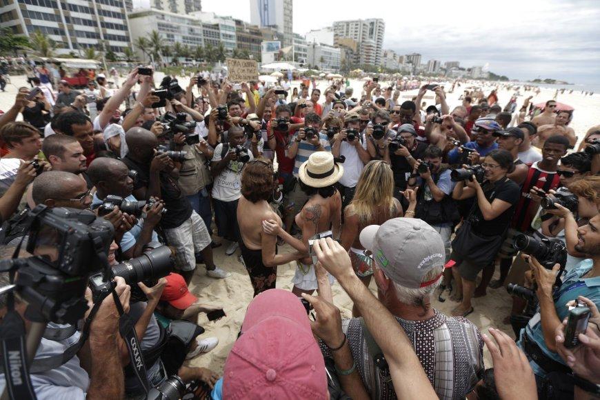 Brazilių protestas už teisę degintis be liemenėlių
