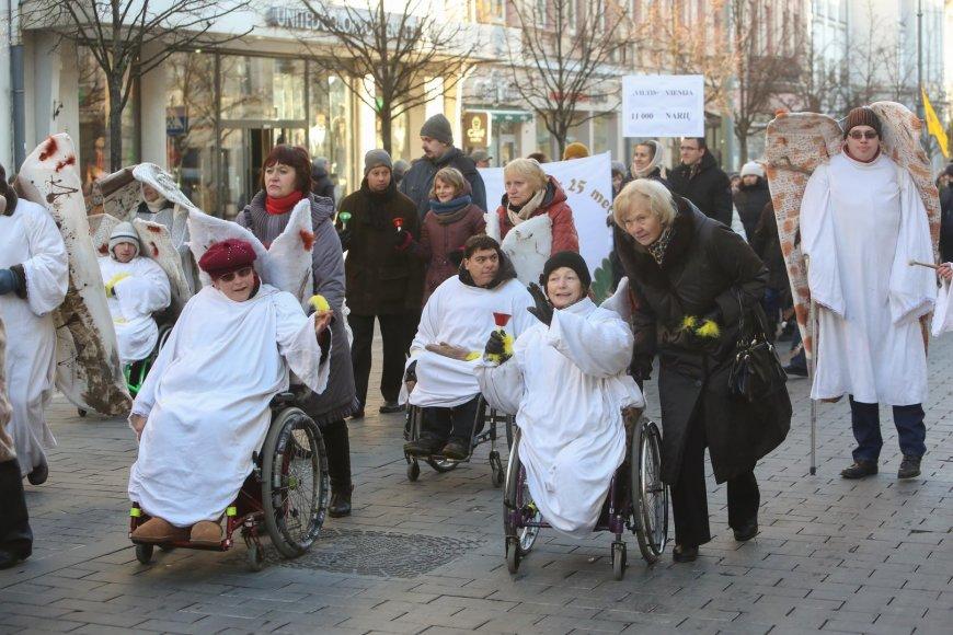 Lietuvos neįgaliųjų forumas surengė krizės eitynes.