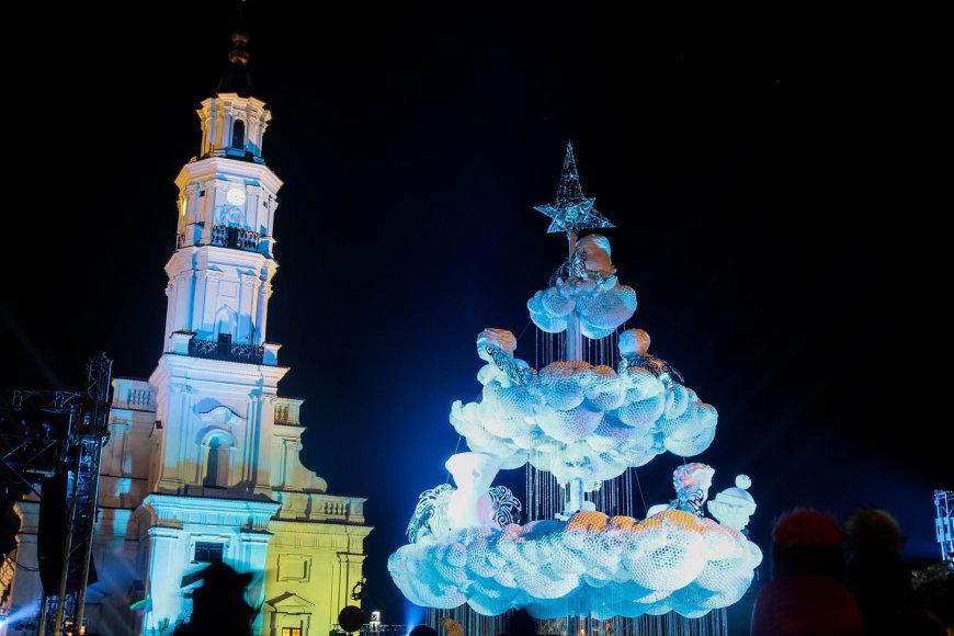 Praėjusį šeštadienį Kauno rotušės aikštėje įžiebus pagrindinę miesto kalėdinę eglutę
